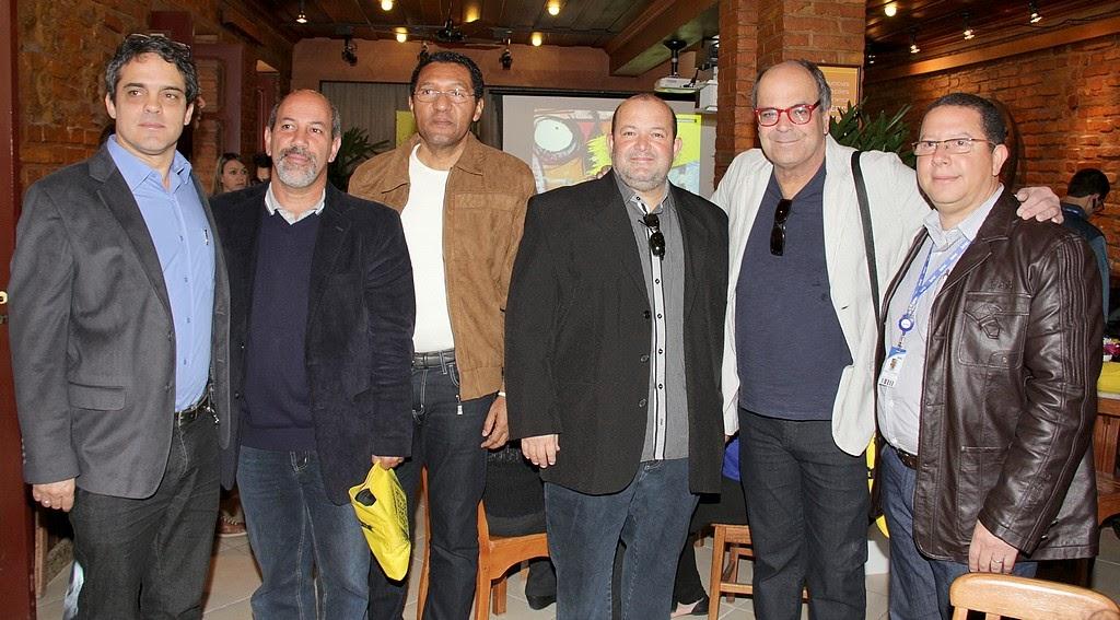 Vice-prefeito Marcio Catão e secretários de Cultura, Arnaldo Oliveira, e de Turismo, Ronaldo Fialho, com gestores do Sesc