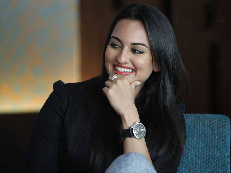 Bollywood Hot Actress Sonakshi Sinha Sizzling Photo Shoot cleavage