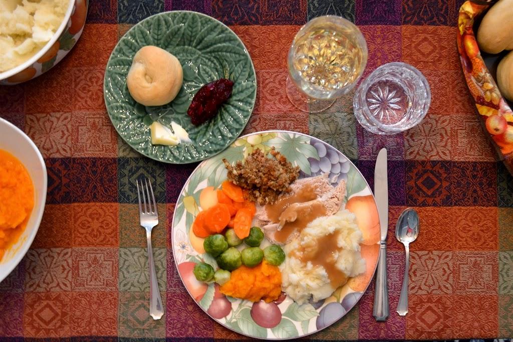 http://4.bp.blogspot.com/-F2bDMxPyIuo/VHiXzbVk0JI/AAAAAAAAsK8/M2tiPCh2yQw/s1600/Thanksgiving%2BDinner.jpg