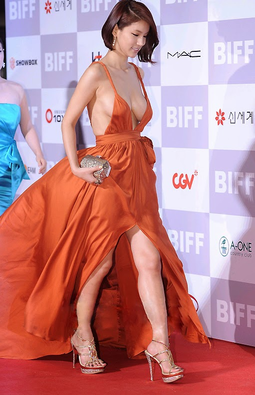 Oh In Hye (오인혜, 吳仁慧 Wú rén huì) - (1) - 16th Busan Film Festival (BIFF 2011) on 6th October 2011, eye-popping distraction