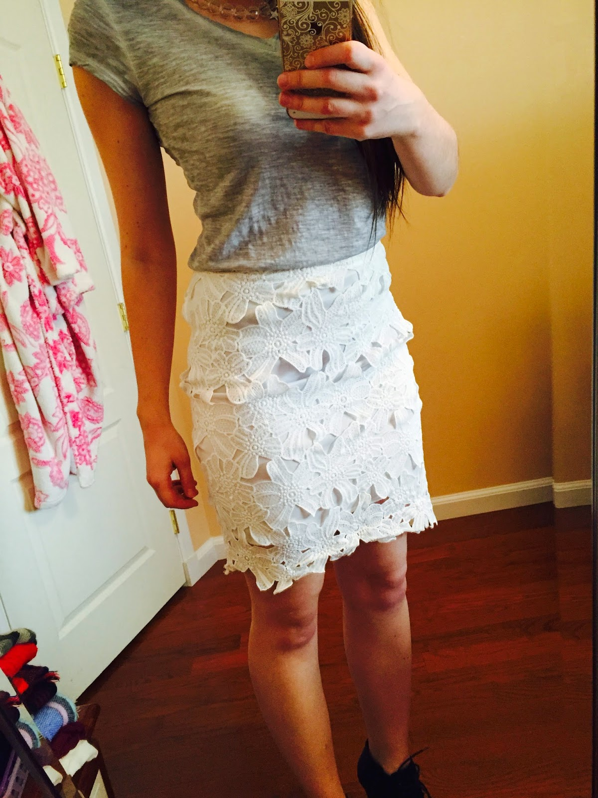 lace skirt and grey top outfit, lace skirt outfit,