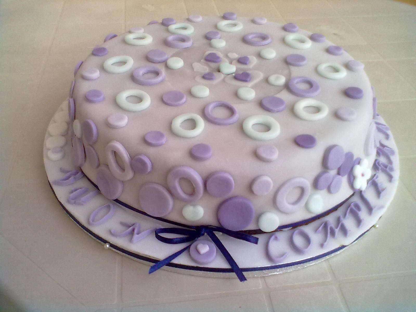 Tortine e biscotti in festa torta di compleanno con for Pasta di zucchero decorazioni