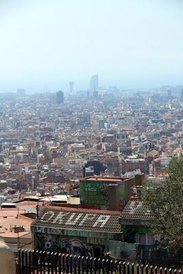 Blick vom Park Güell auf Barcelona