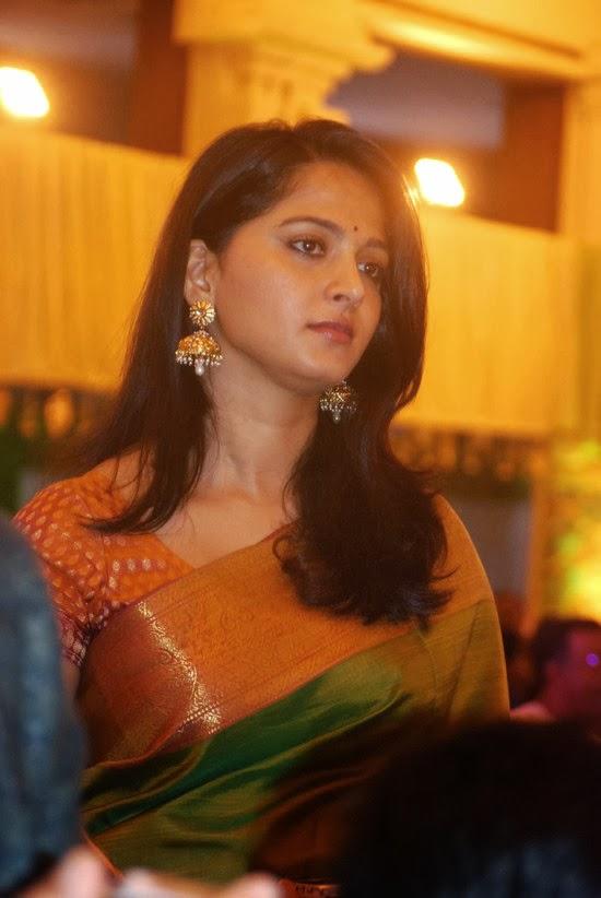 Anushka traditianl look in saree — Entertainment Exclusive ...
