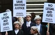 Profesionales del derecho protestan en Londres.