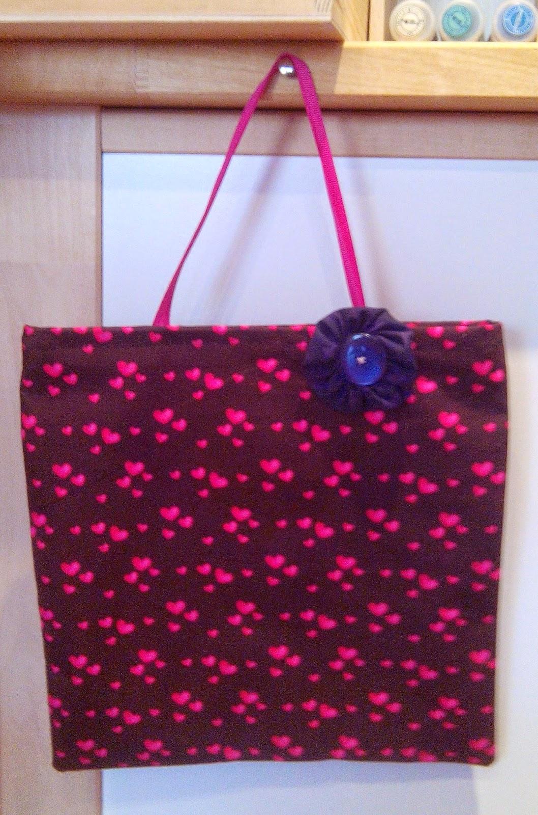 Couture en atelier tote bag marron à coeurs roses