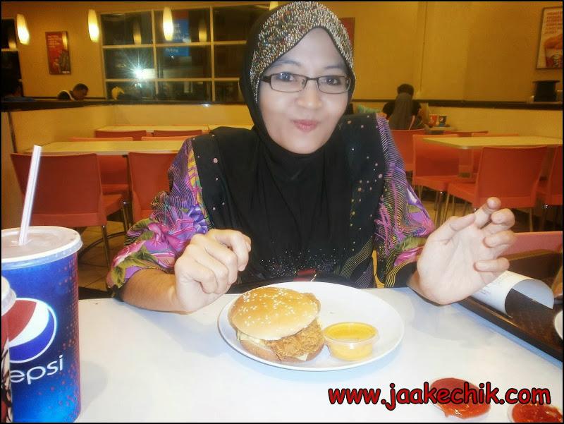 Cheezy Zinger Burger, menu baru kfc, KFC HOT BOX BARU, HASHED POTATO, ayam goreng kfc, bigger is better, kfc hot box, kfc, kfc tesco,