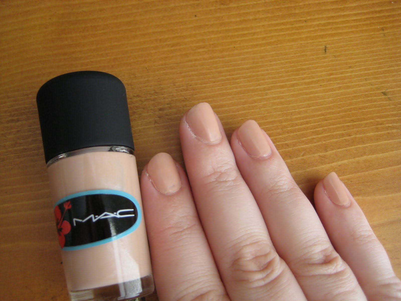 Geek Faerie: MAC Surf Baby - Hangin\' Loose Nailpolish Review