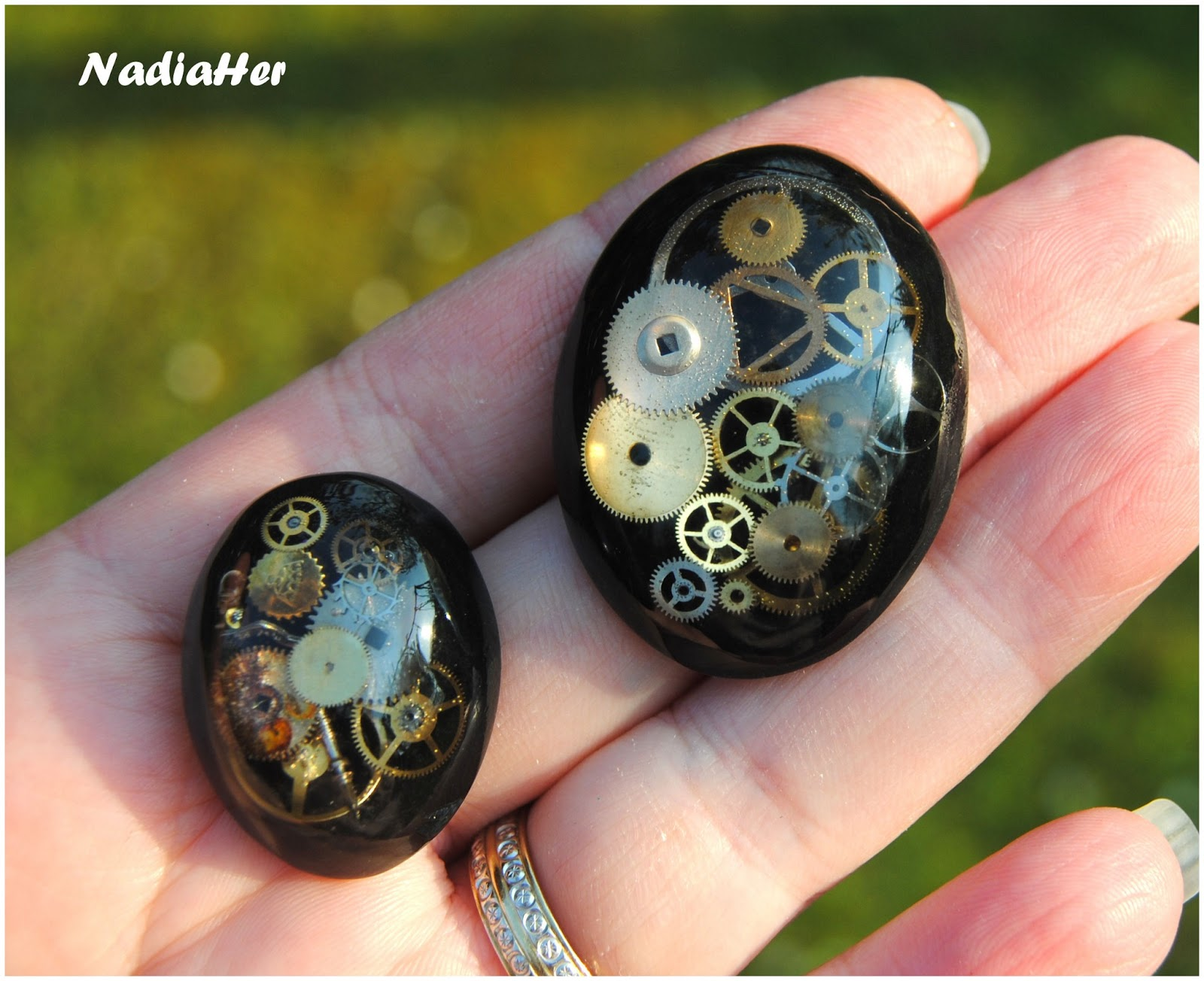 les bijoux de nadia cabochons en r sine epoxy style steampunk et tutoriel pour r aliser un. Black Bedroom Furniture Sets. Home Design Ideas