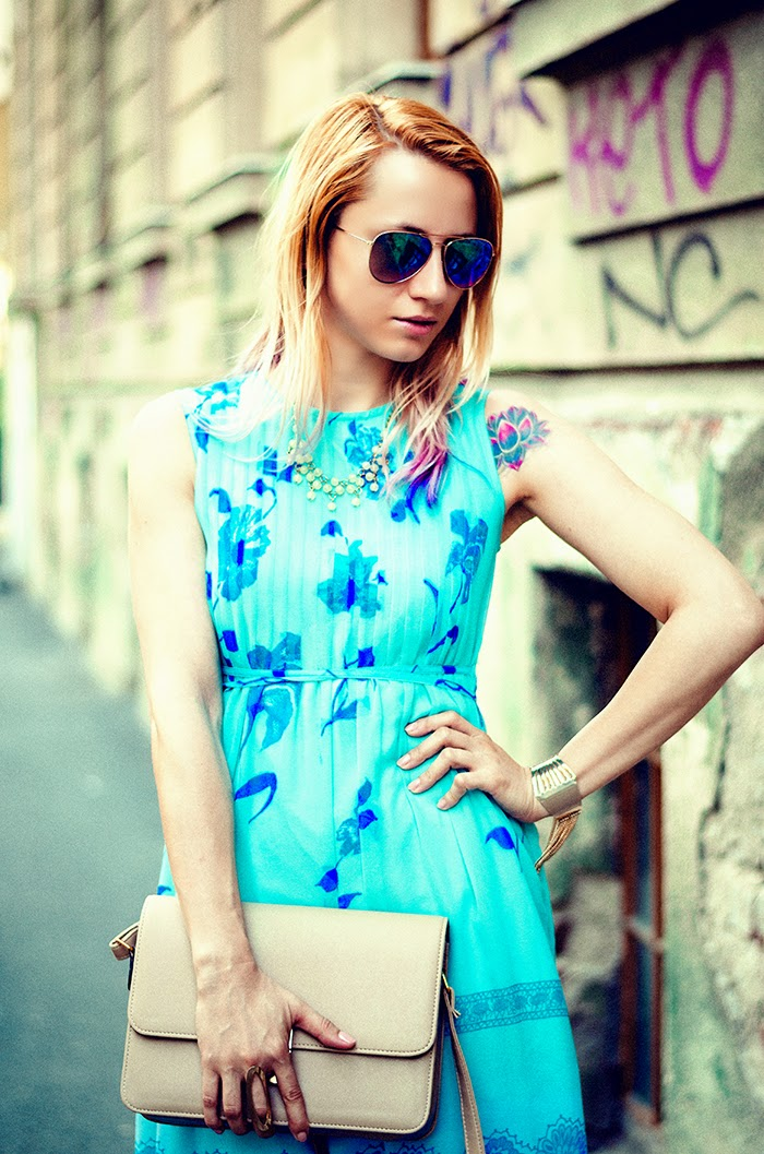 turquoise vintage floral dress H&M mirros sunglasses