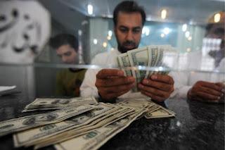 Ένας τραπεζικός υπάλληλος στο Πακιστάν