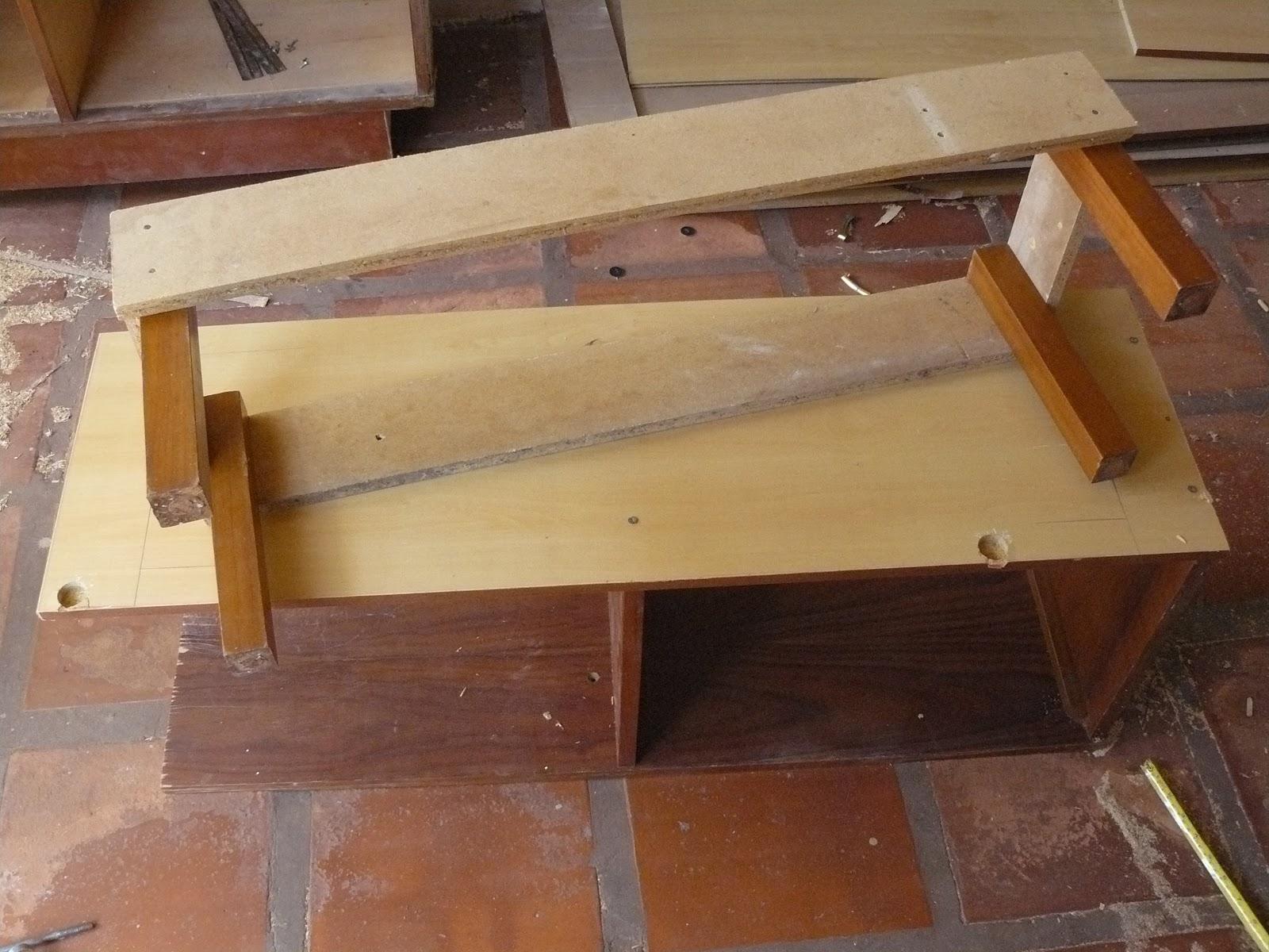 de madeira) comece juntando as partes para montar a base do móvel ou #9D662E 1600x1200