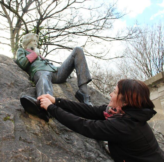 Oscar Wilde's shoe laces, Merrion Square Park