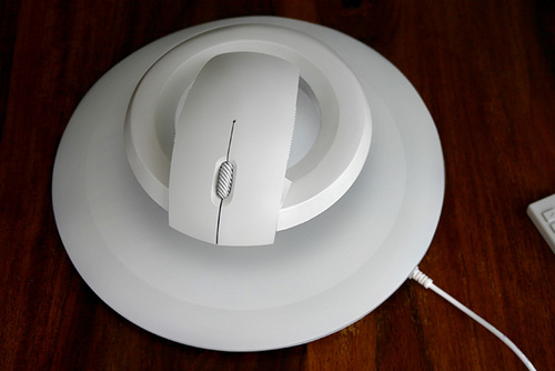 Levitating-Wireless-Computer-Mouse-04