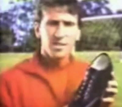 Propaganda do Kichute com Zico nos anos 80. Quem lembra deste calçado?