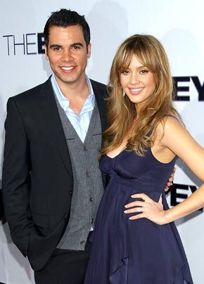 Hollywood Jessica Alba With Her Husband In Pics Amp Wallpapers 2011