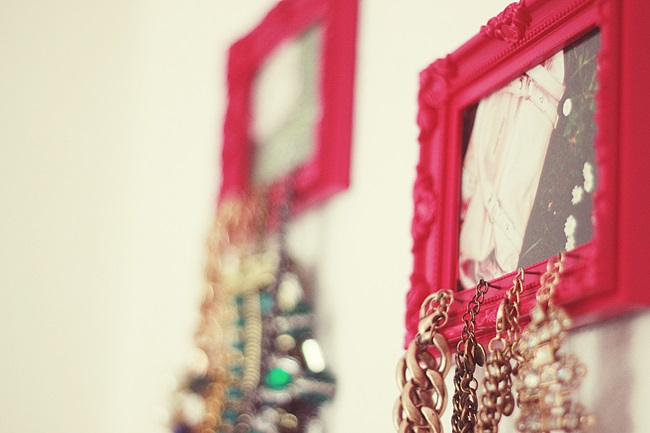 A do it yourself necklace holder - Kettenhalter wand ...