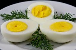 Trik Mengupas Telur Rebus dalam Dua Detik