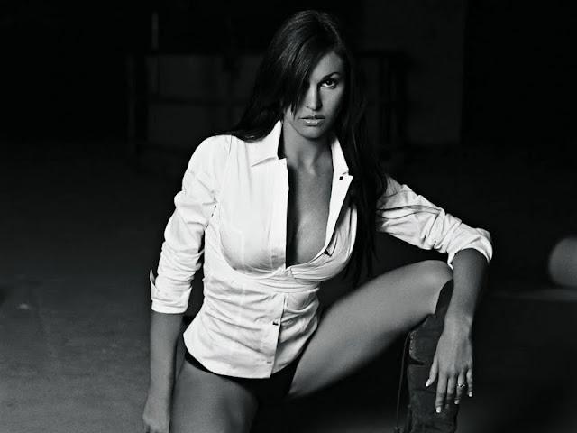 Federica Ridolfi sexy in lingerie