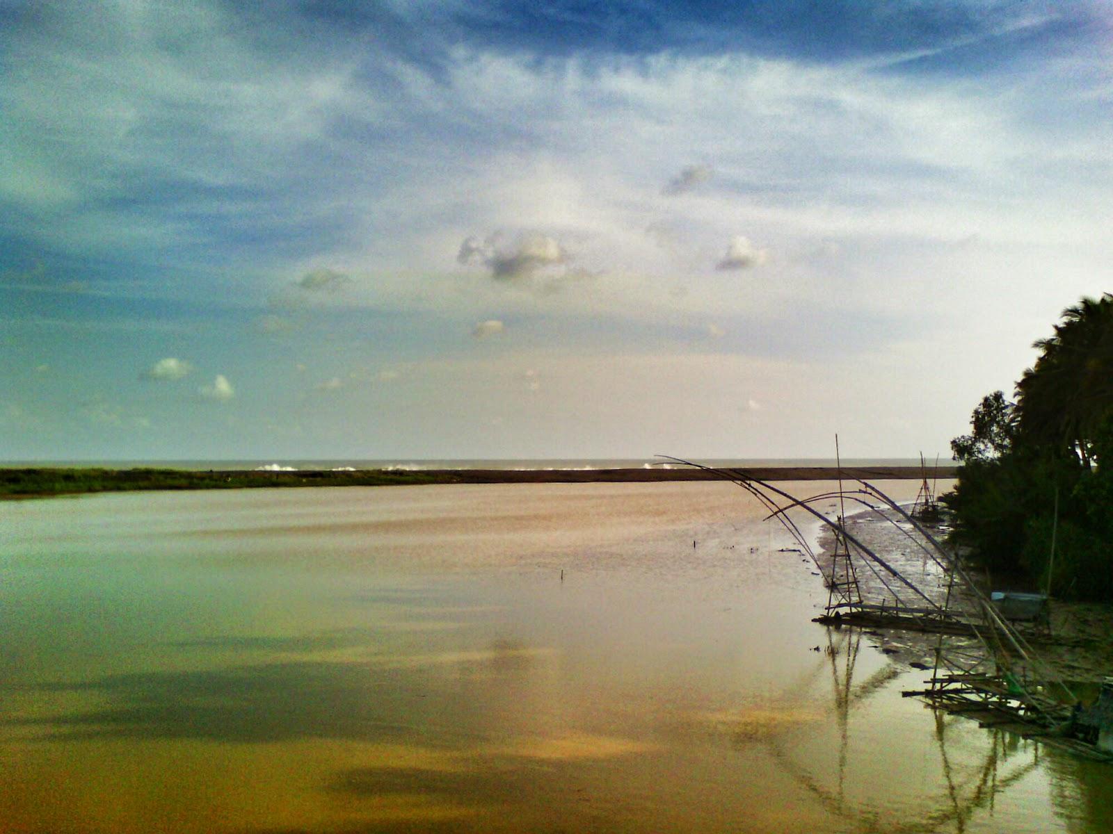 Hasil gambar untuk pantai cikawung gading