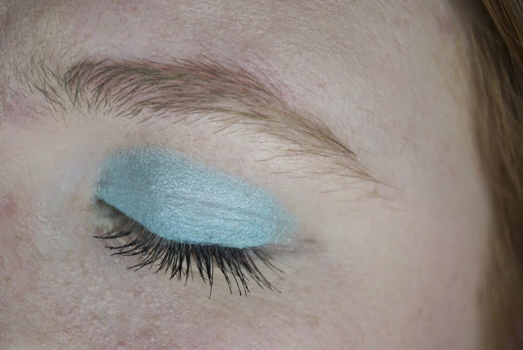 Guest post: Natalie of Ivory Avenue on Fun Eye Makeup for Summer