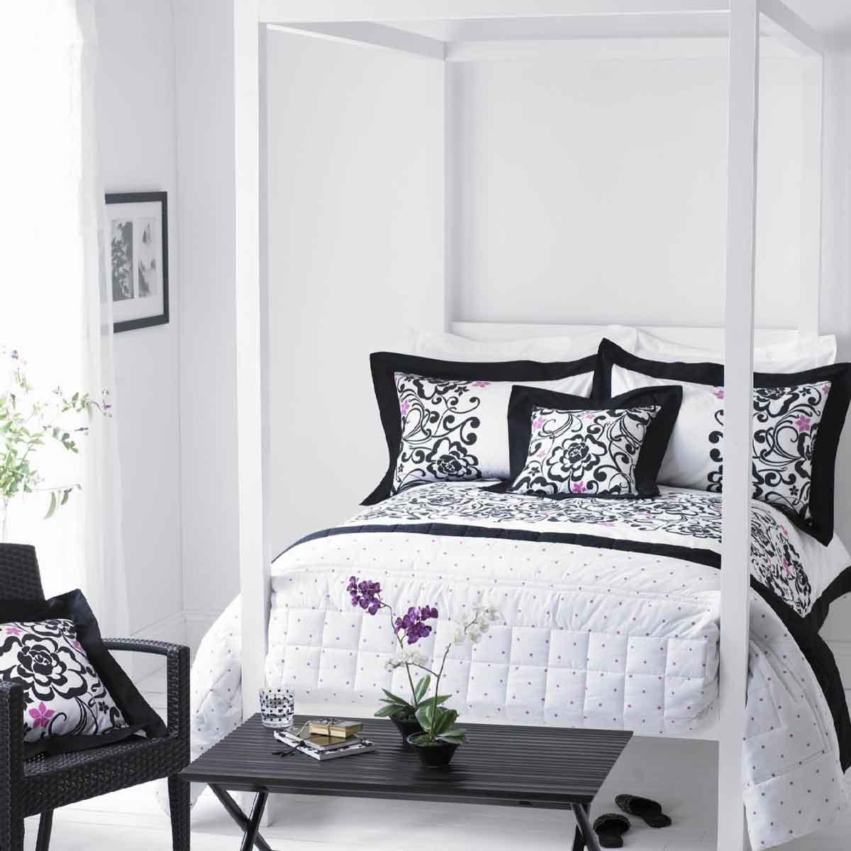 cores preto e branco, que ajudam a realçar o visual na decoração, e