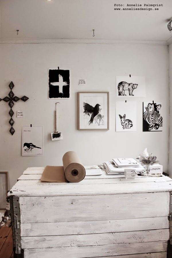 varberg, butik, inredning, posters, svartvita tavlor, tavla, annelies design interior, annelie palmqvist, kors, zebra, fågel, isbjörn, kanin, skata, vitt, svart och vitt, popupbutik, webbutik, webbutiker med inredning, webshop