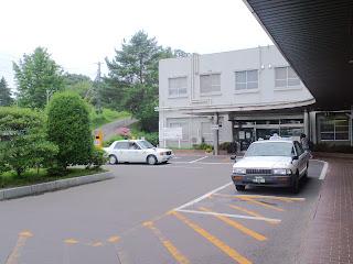 写真:病院の正面玄関前