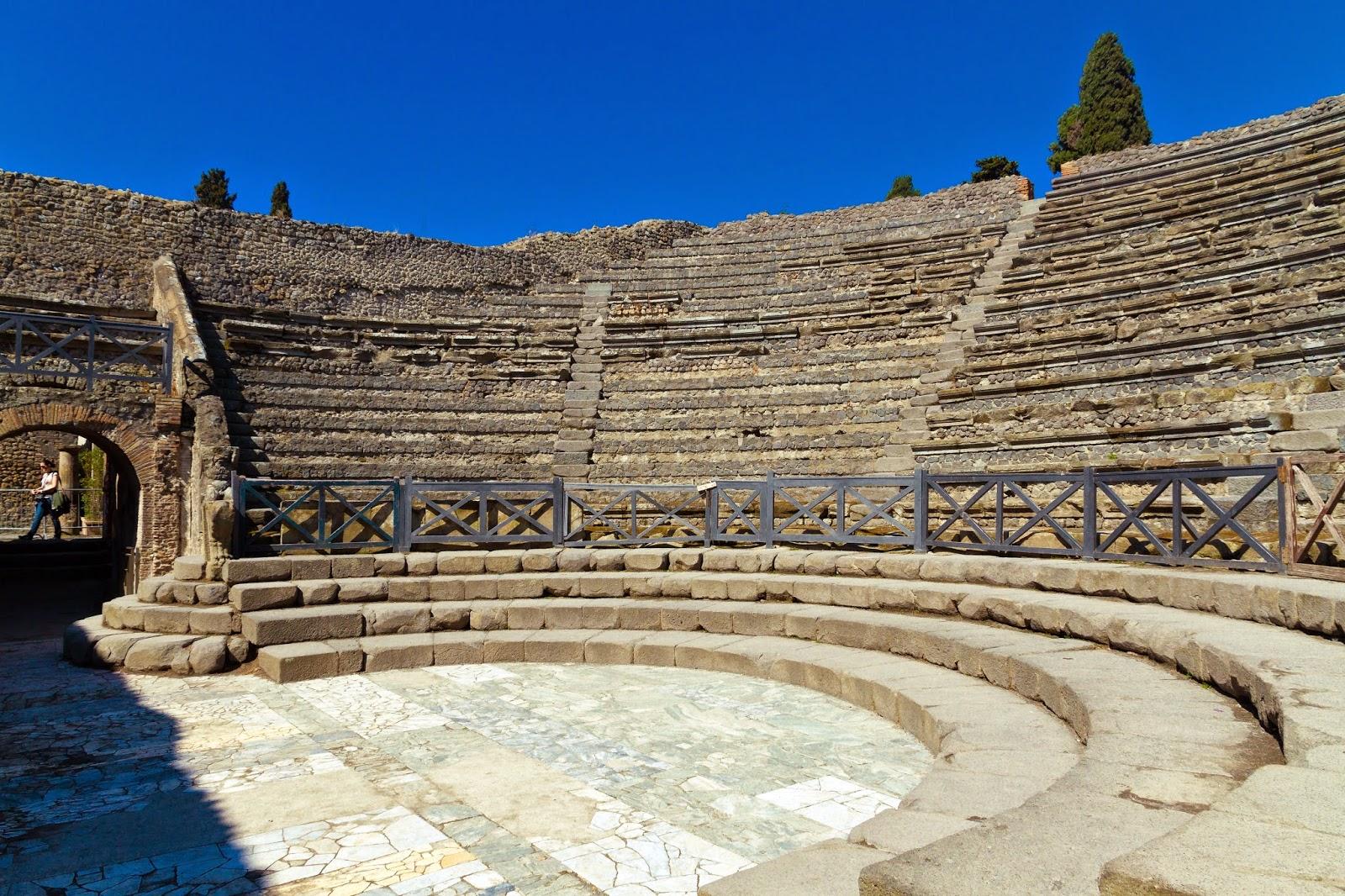 Teatro Grande de Pompeya, con una acústica espectacular, desde el centro de la escena.