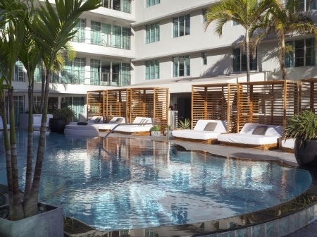 hotels with pools on ocean drive