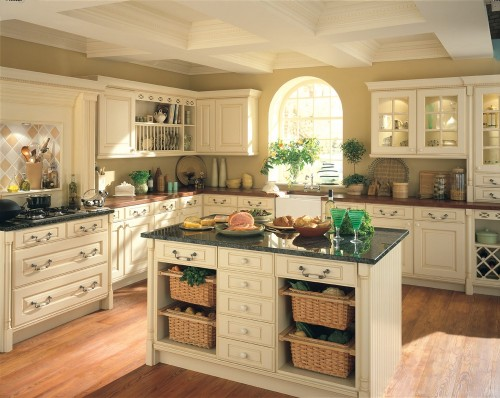 Pictures of cream colored kitchen cabinets for Cream kitchen cupboards