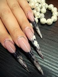spetsiga naglar