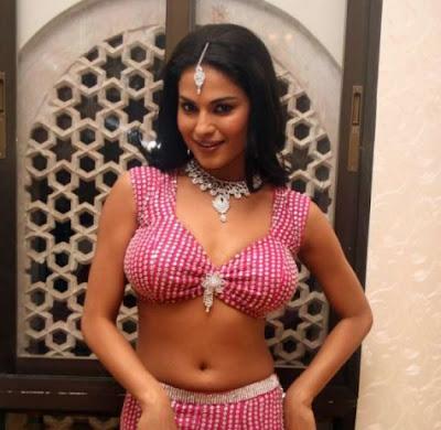 Veena Malik boobs