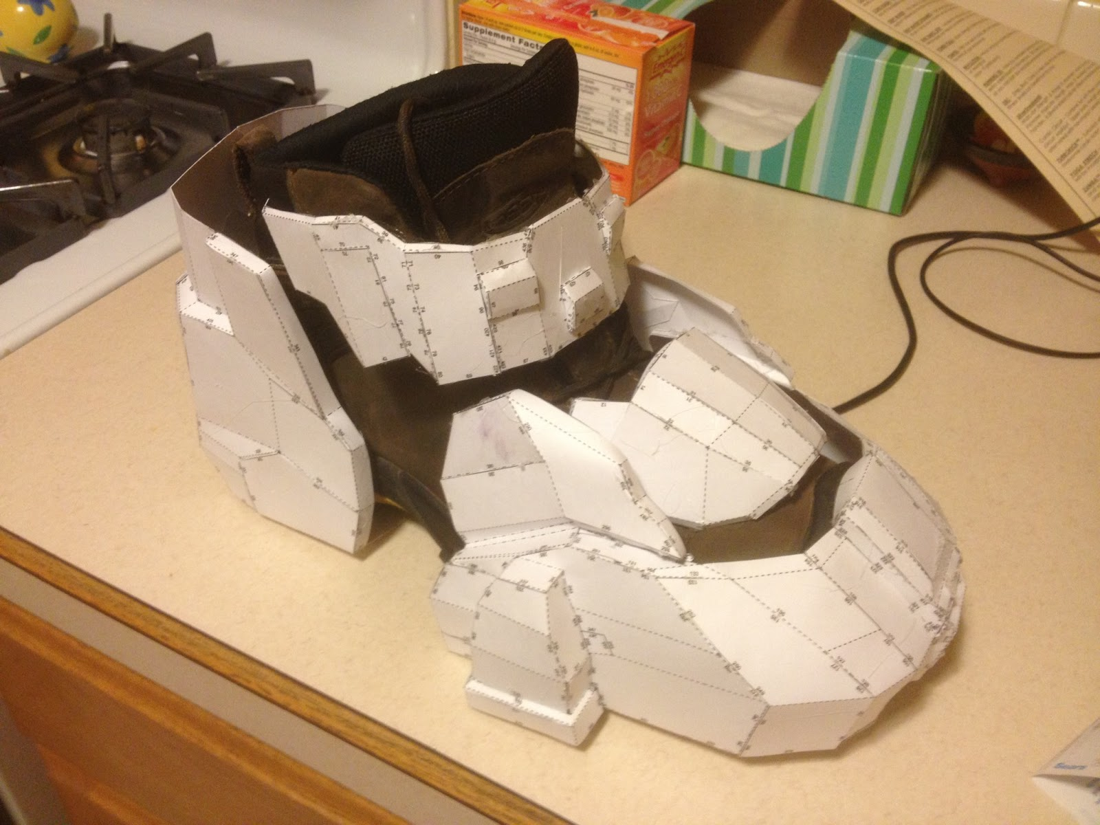 Pepakura Boots http://leamazinglife.blogspot.com/2013/01/halo-4-master-chief-build.html
