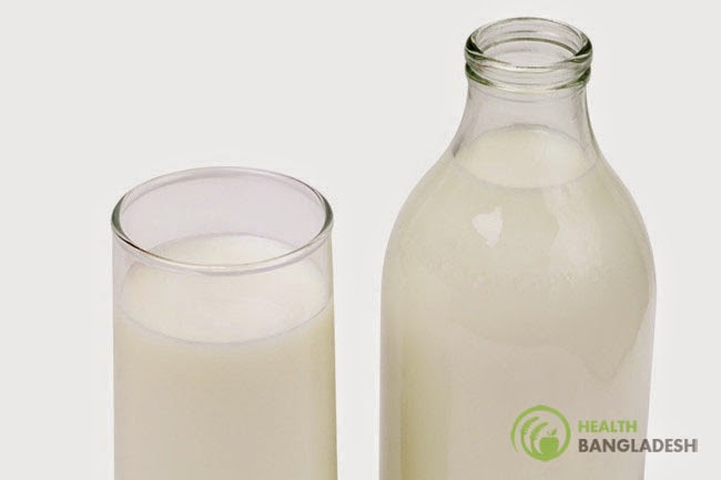 Cow's milk at a glass & bottle