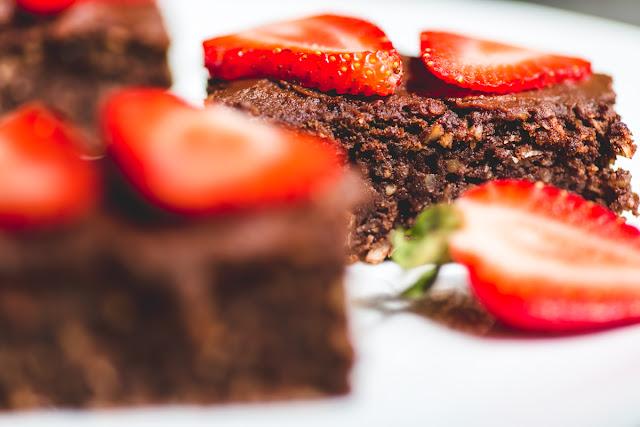 Brownies mit Kokos und Erdbeeren