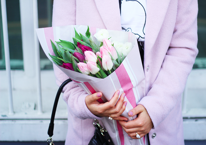 fashion blogger tulips