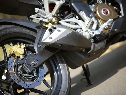 Bajaj Pulsar RS200 Engine Review and Price