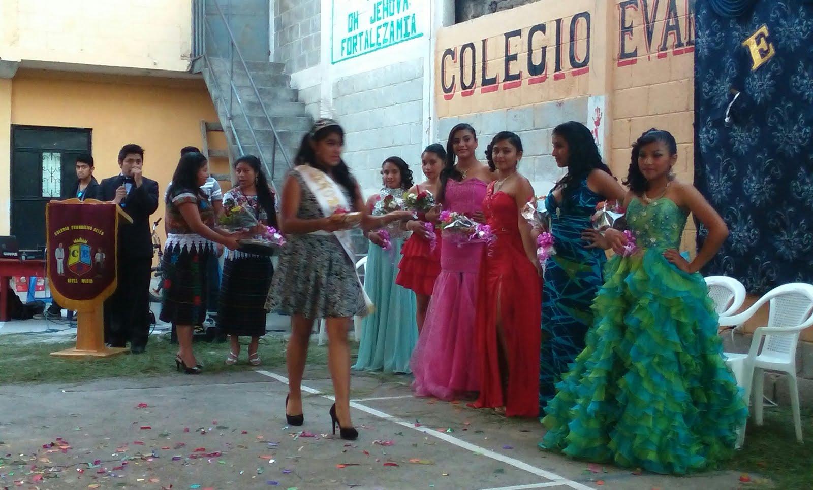 BELLEZA FEMENINA DEL COLEGIO