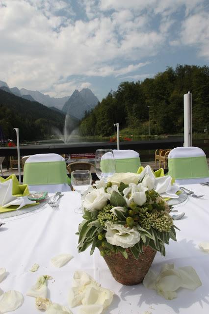 Sommerhochzeit am Riessersee in Garmisch in Grün und Weiß