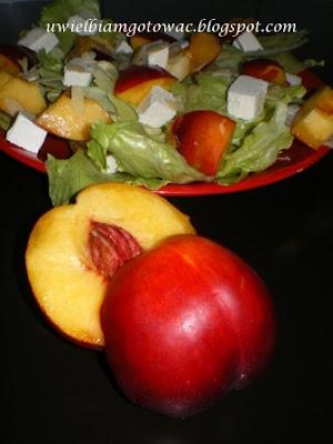 Sałata z nektarynkami i fetą