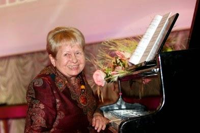 http://vmiremusiki.ru/aleksandra-paxmutova.html