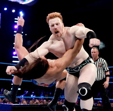 Sunday Night BRAWL [28/04/2013] Clothesline de Sheamus to Drew MCintyre