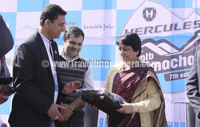 Most of the times Organizers don't forget to present souvenirs to chief guests, especially in India !!! Mr. Mohit Sood presenting a token toMountain Terrain Biking Himachal PradeshManisha Nanda... If I guess :), probably a jacket n T-shirt !!