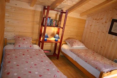 Chambre 2lits 90cm+1lit bébé chalet le DARBON