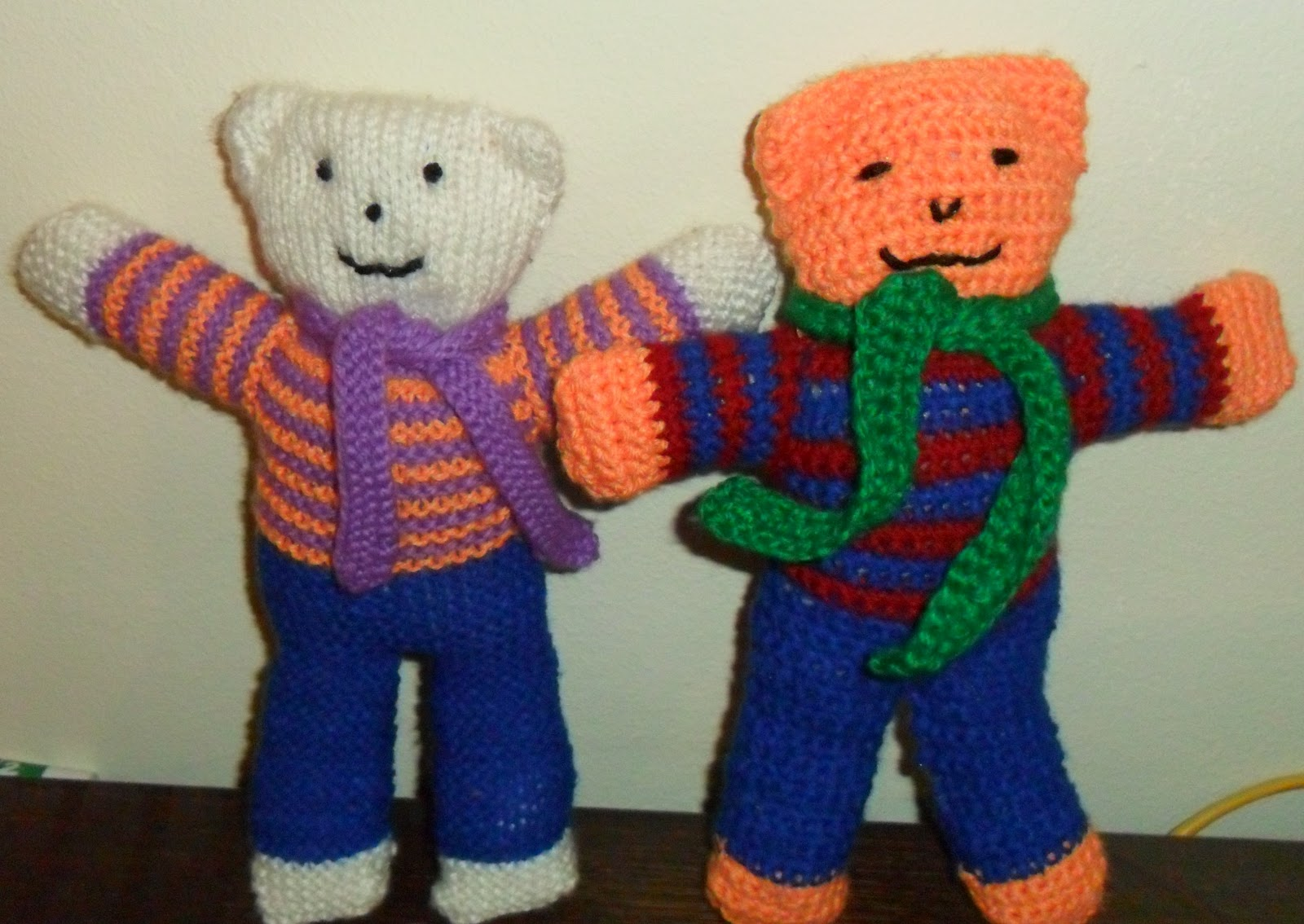 Knitted Teddy Bear Pattern For Charity : worth a knit: Charity Bears