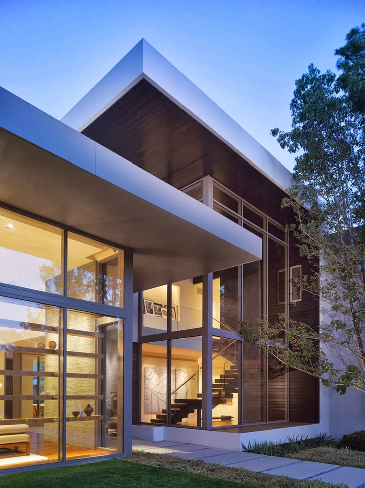 Glass facade on Beautiful house by Belzberg Architects Group at night