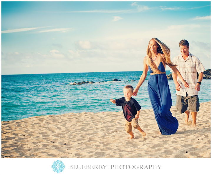 amazing hawaii children photography on the beach with the palm trees