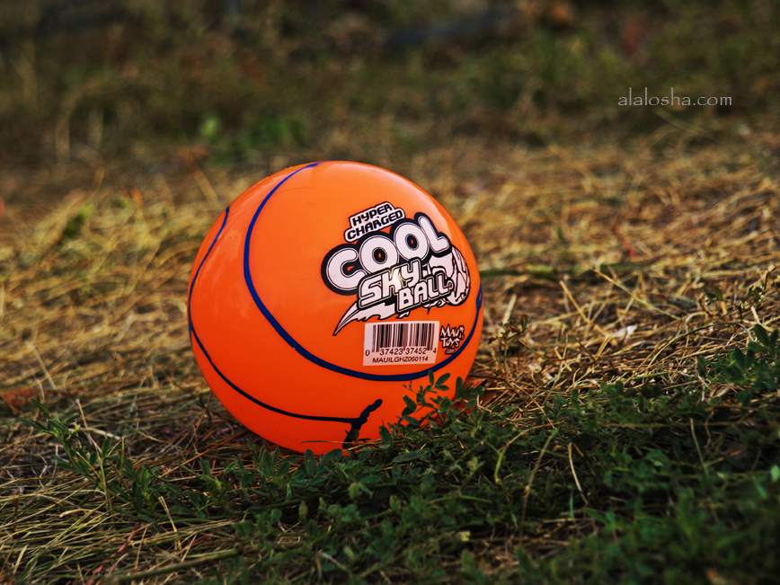 Hyper Charged Cool Sky Ball By Maui Toys