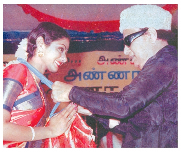 Actress Sridevi Receives Medal from 'Ponmana Chemmal' MGR